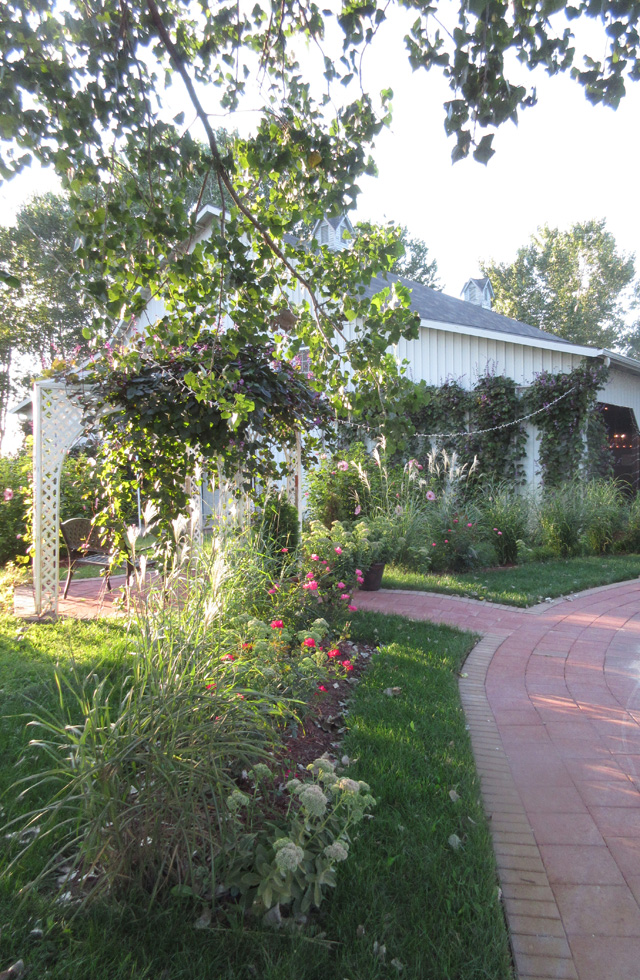 Wedding venue and romantic gardens at the Victorian Veranda Country Inn Lawrence, KS.